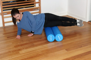 Using two foam rollers can reduce the discomfort